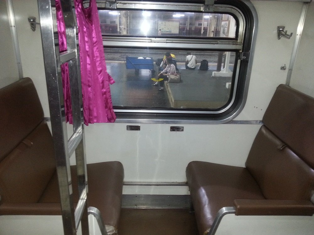 2nd Class Air Conditioned Sleeper Seats on the 19.30 Train to Surat Thani