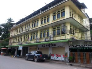 The Queen Hotel is the closest place to stay near Surat Thani train station